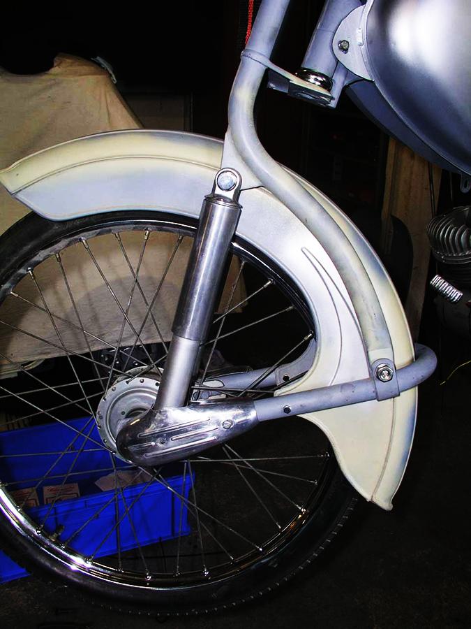 Bild der vorderen Schwinge des Mopeds